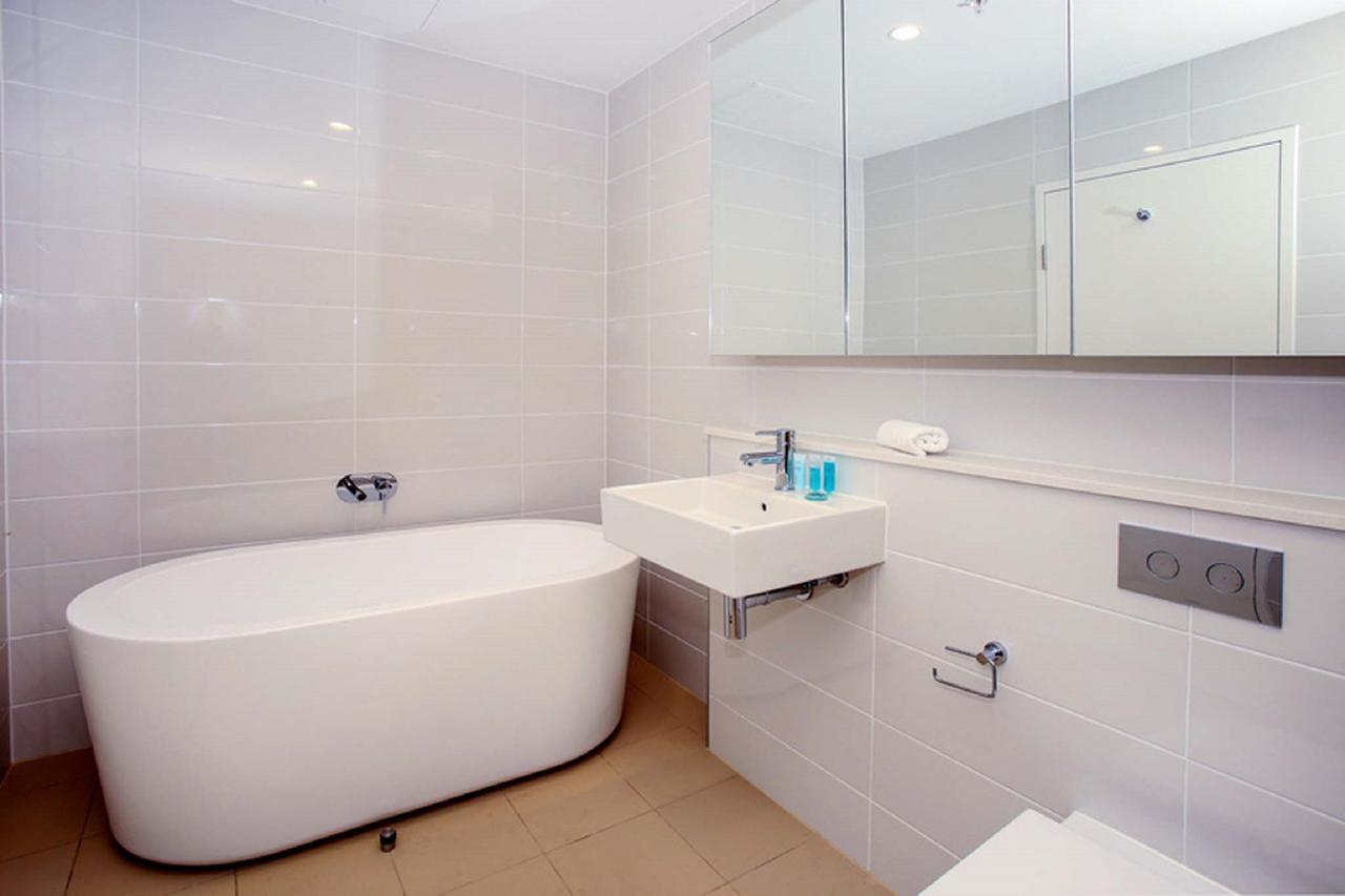 Gadigal Groove - Modern And Bright 3BR Executive Apartment In Zetland With Views - Accommodation Sydney